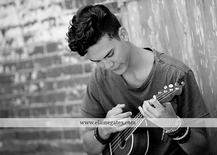 mechanicsburg-central-pa-senior-portrait-photographer-outdoor-male-guy-formal-brick-wall-urban-wooden-door-cracked-paint-bench-ukulele-ls-4