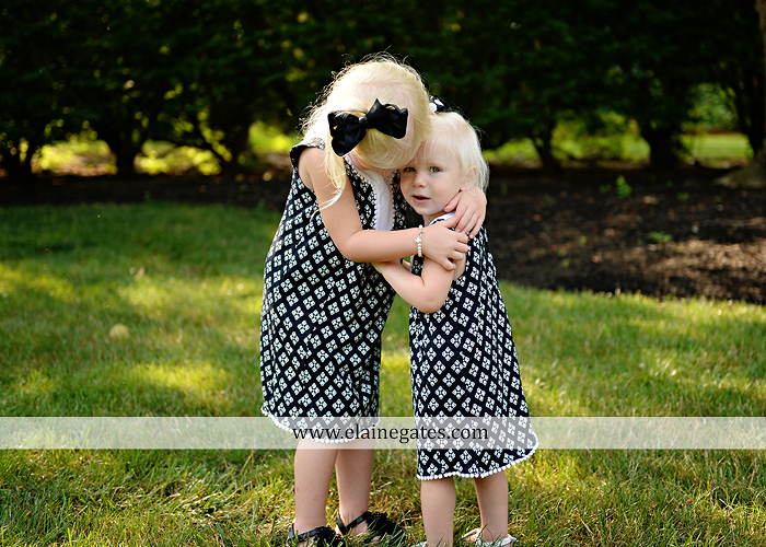 mechanicsburg-central-pa-family-portrait-photographer-outdoor-father-mother-daughters-sisters-siblings-iron-bench-wooden-swing-wildflowers-grass-holding-hands-hug-kw-05