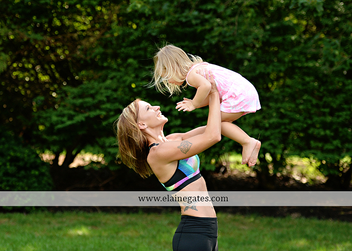 mechanicsburg-central-pa-business-corporate-michelle-ramsay-fitness-indoor-weights-bands-muscle-stretch-personal-trainer-outdoor-daughter-grass-plank-mr-01