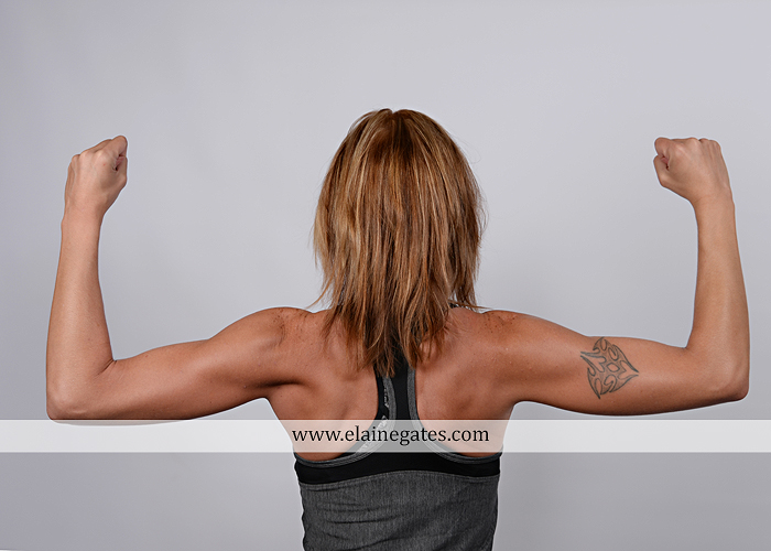 mechanicsburg-central-pa-business-corporate-michelle-ramsay-fitness-indoor-weights-bands-muscle-stretch-personal-trainer-outdoor-daughter-grass-plank-mr-04