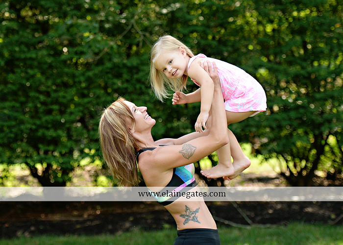mechanicsburg-central-pa-business-corporate-michelle-ramsay-fitness-indoor-weights-bands-muscle-stretch-personal-trainer-outdoor-daughter-grass-plank-mr-09