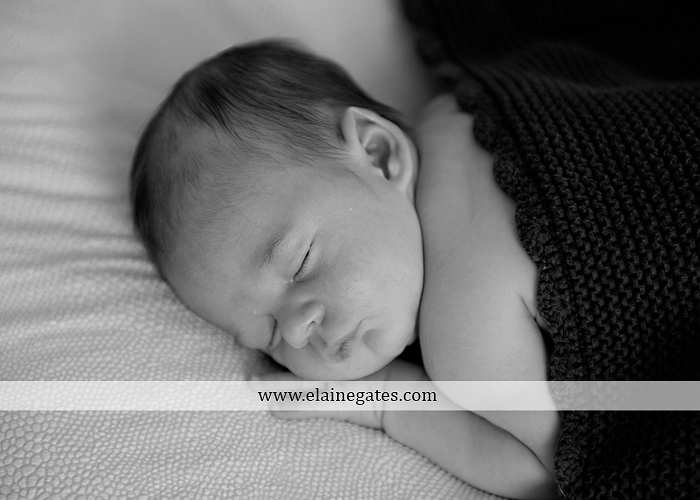 mechanicsburg-central-pa-newborn-baby-portrait-photographer-boy-sleeping-blanket-knit-hat-stool-brother-kiss-mother-father-feet-family-ad-04