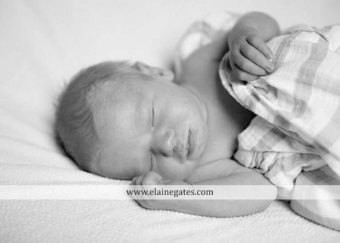 mechanicsburg-central-pa-newborn-baby-portrait-photographer-boy-sleeping-outdoor-family-mother-father-grandparents-indoor-blanket-knit-hat-ole-miss-basket-cp-06