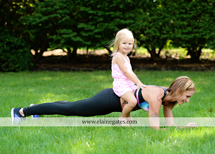mechanicsburg-central-pa-business-corporate-michelle-ramsay-fitness-indoor-weights-bands-muscle-stretch-personal-trainer-outdoor-daughter-grass-plank-mr-10